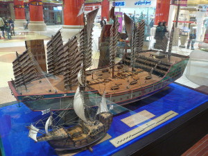 800px-Zheng_He's_ship_compared_to_Columbus's